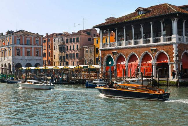 hotel in venedig am canal grande hotel rialto. Black Bedroom Furniture Sets. Home Design Ideas