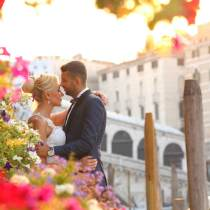 bride and groom kissing in Venice